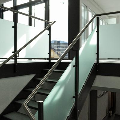 Escaliers métalliques et composite Réalisés avec des matériaux de qualité… 100% métal pour un design épuré